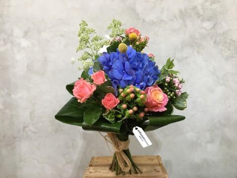 Buchet de flori cu Hortensie albastra