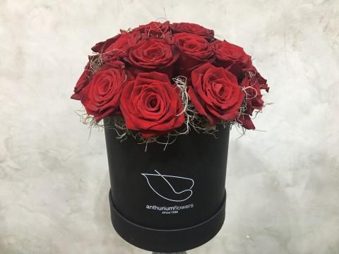 Cutie cu 21 de trandafiri rosii