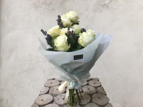 Buchet 7 Trandafiri albi