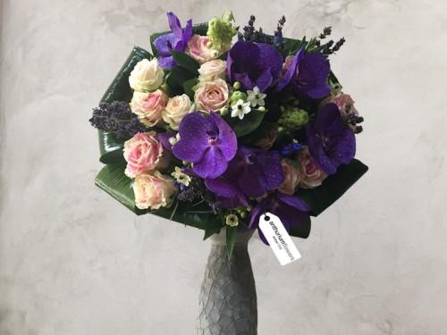 Buchet de flori din Trandafiri si Vanda