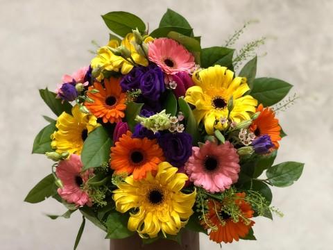 Buchet de flori din gerbera si lalele