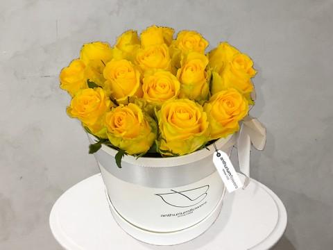 Cutie cu 21 de trandafiri galbeni