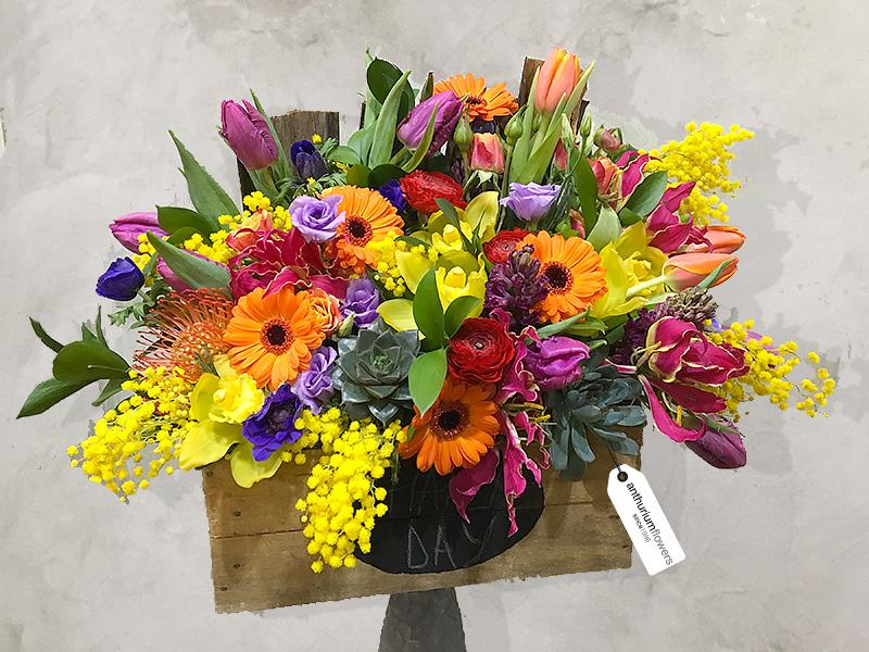 Aranjament Floral Colorat Din Zambile Lisianthus Gerbera