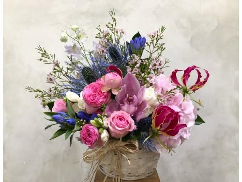 Cos cu flori pentru Maria