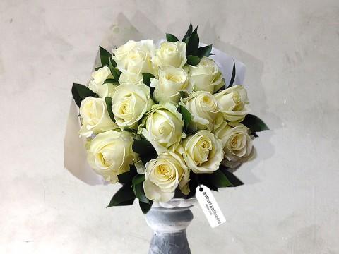 Buchet 17 Trandafiri albi